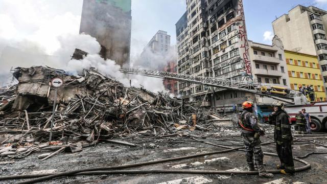 Bombeiros retiram mais de 1.000t de escombros do prédio que desabou