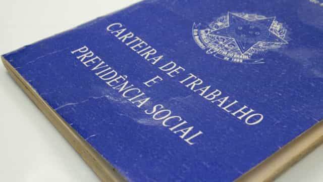 Reforma trabalhista afronta a Constituição, diz ministro