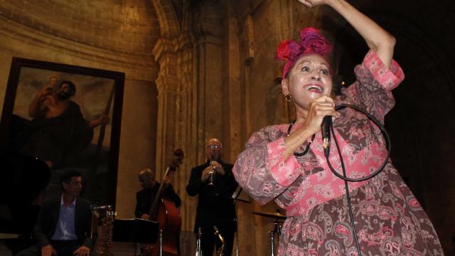 Omara Portuondo fará shows com Vanessa da Mata no Brasil