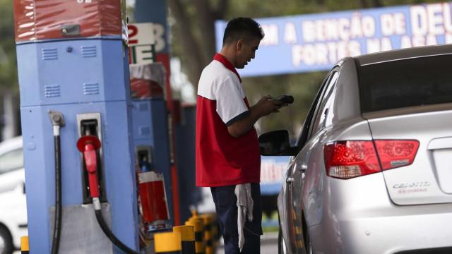 Política de preços da gasolina é perversa, dizem donos de postos