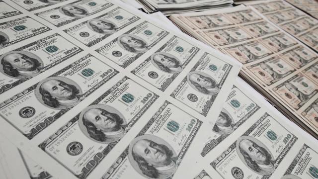 Dólar atinge R$ 3,67 com aumento da cautela no exterior