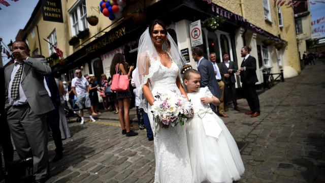 Casamento real atrai milhares de turistas e aquece economia britânica