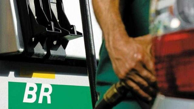 Governo discute aumento do combustível nesta terça-feira
