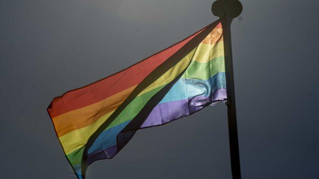 Acordo prevê qualificação para receber turistas LGBT no Brasil