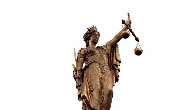 Casal vence na Justiça ação para filho de 30 anos sair de casa