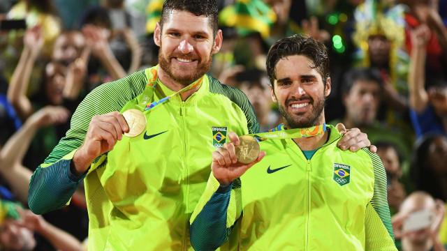 Brasileiros campeões olímpicos no vôlei de praia anunciam fim da dupla