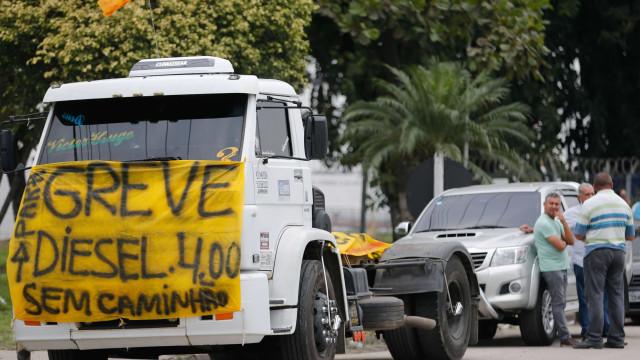 Greve de caminhoneiros suspende trabalho de 91 mil trabalhadores