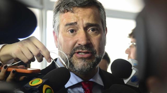 Pimenta denuncia crimes contra Petrobras e pede demissão de Parente