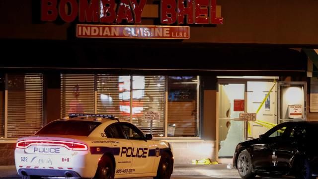 Homens encapuzados detonam bomba em restaurante no Canadá