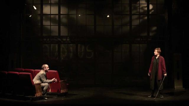 Armazém Companhia de Teatro encena 'Hamlet' contemporâneo