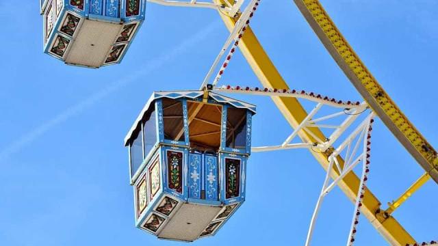 Menina morre após roda gigante partir em parque de diversões