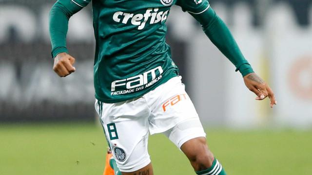 Palmeiras acerta venda de Tchê Tchê para clube europeu por R$ 20 mi