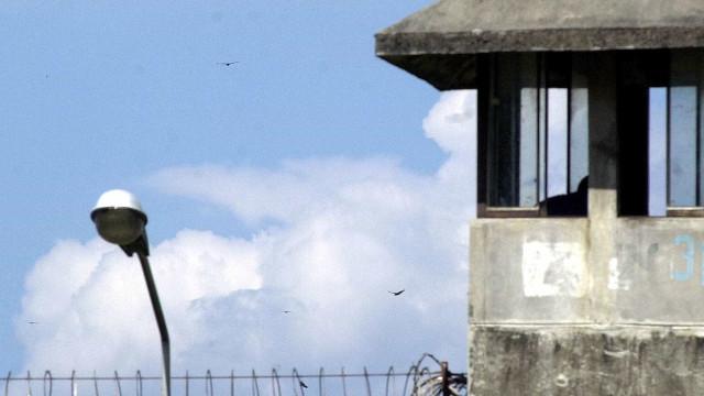 Quase 100 detentos são transferidos de Benfica para complexo de Bangu