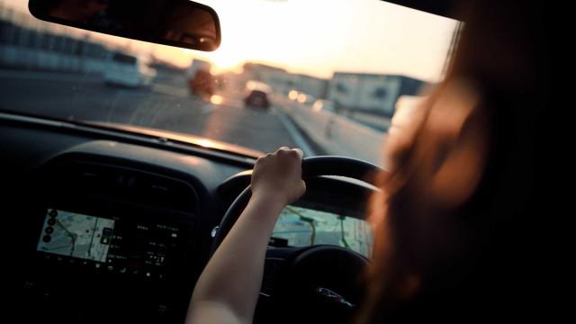 Mulheres começam a receber carteiras de motoristas na Arábia Saudita