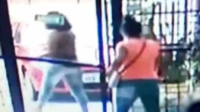 Duas mulheres se fingem de clientes e assaltam salão de beleza na Bahia
