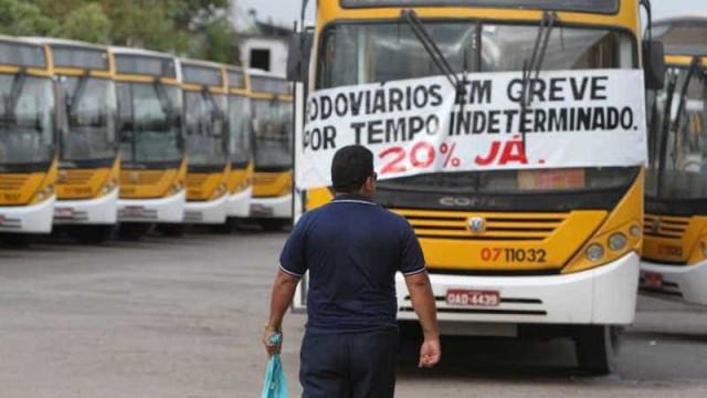 Em 7º dia de greve, Manaus tem 61 ônibus depredados