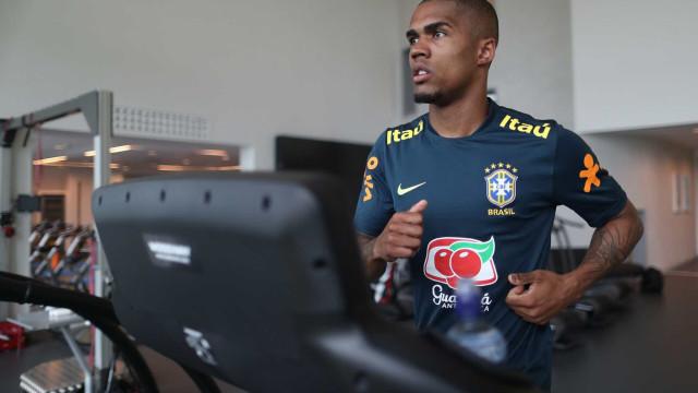 Douglas Costa volta à seleção, e Renato Augusto ainda é dúvida