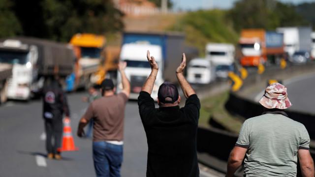 Paralisação de caminhoneiros gera perdas de mais de R$ 5 bilhões