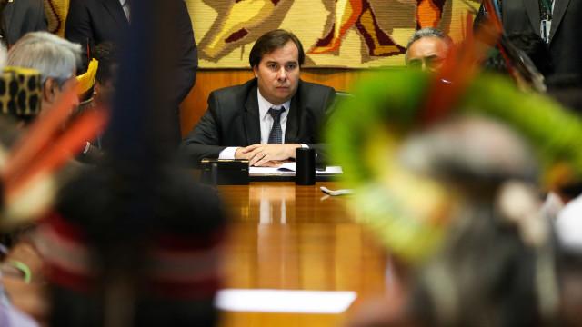 Maia descarta suspender intervenção para votar PEC do foro privilegiado