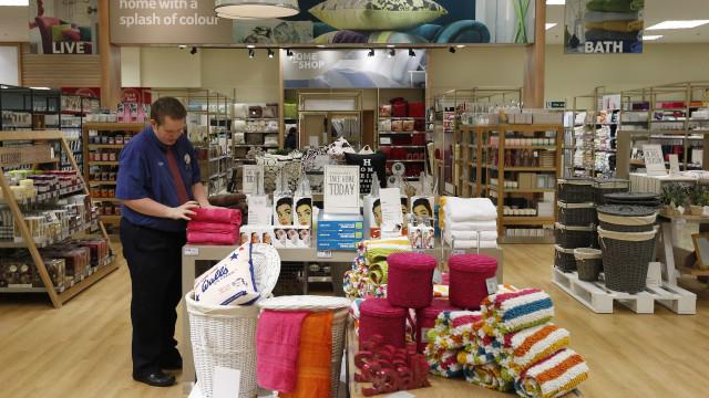 Comércio varejista registra crescimento em março, diz IBGE