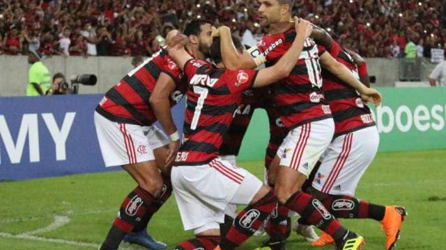 Flamengo vence o Paraná e garante liderança antes de pausa da Copa