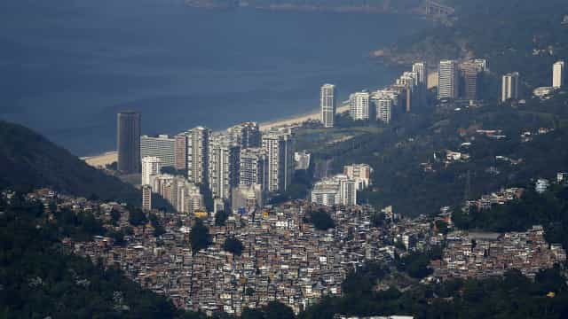 Idosa estrangula marido até a morte no Rio