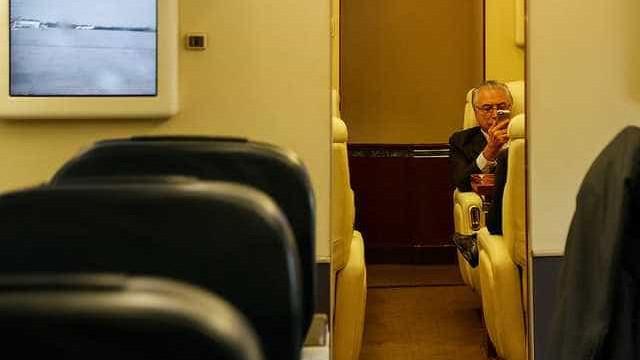 Temer pretende gastar R$ 2,7 milhões para uso de celular em aviões