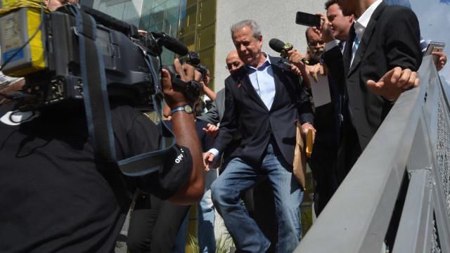 Ex-senador é 'dono da Papuda' e autoriza visita a Dirceu, diz delegado