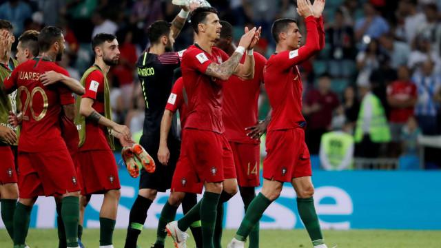 Charge mostra Cristiano Ronaldo carregando Portugal nas costas; veja