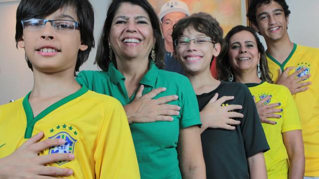 Família com 6 dedos, nas mãos e nos pés, está confiante no hexa