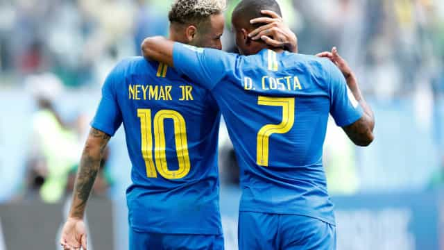 Além de Danilo, seleção perde Douglas Costa para duelo com a Sérvia