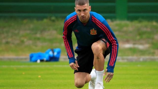 Alvo de ataques, capitão Sergio Ramos comanda Espanha por classificação