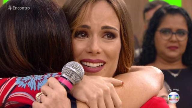 Lutando contra câncer, Ana Furtado chora com apoio de fãs no 'Encontro'