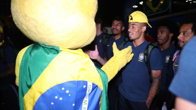 Seleção brasileira chega com festa a Moscou; veja fotos