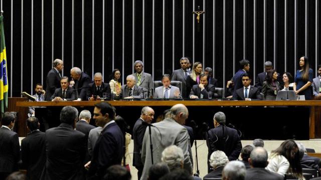 Sem ministros nem Petrobras, Congresso debate crise dos combustíveis
