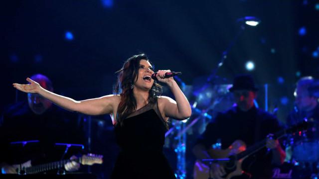 Laura Pausini canta embaixo de chuva na estreia em Cuba