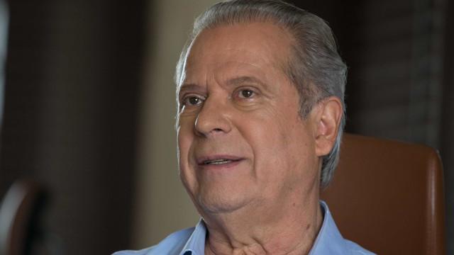 Solto, Dirceu divulga livro de memórias e diz que é 'homenagem a Lula'