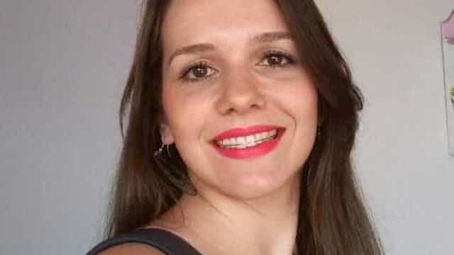 'Estava muito feliz', diz pai sobre filha morta com taça após jogo