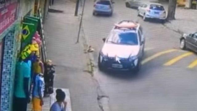 Homem faz manobra 'radical' para fugir da polícia em BH; veja