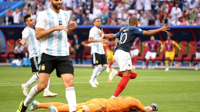 Mbappé destrói Argentina e coloca França nas quartas de final