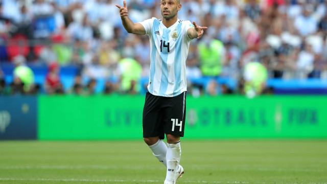 Após queda, Mascherano anuncia aposentadoria da seleção argentina
