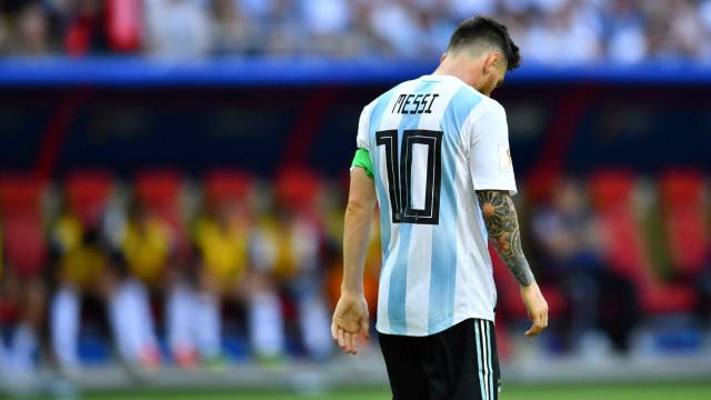 Messi pede tempo para pensar sobre seleção