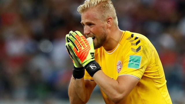 Schmeichel presta apoio ao filho após eliminação da Dinamarca
