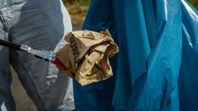 Brasileiros jogam fora comida boa e não enxergam o desperdício