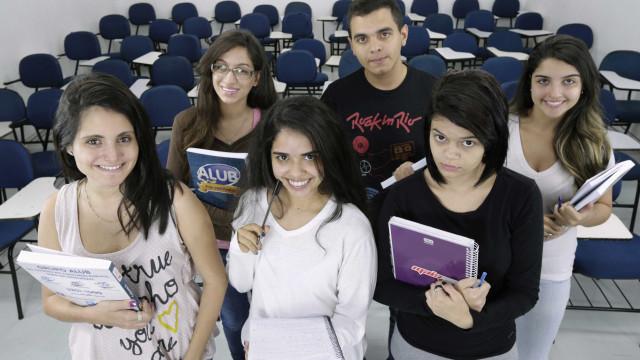 5 cursos universitários acessíveis com salário acima de R$ 5 mil