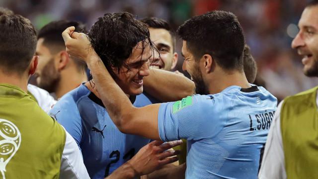 'Não dependemos de um só jogador', diz Suárez sobre Cavani