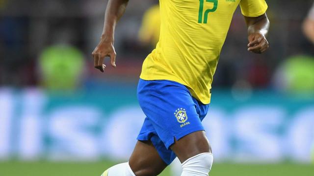 Novo titular, Fernandinho é admirado por Tite e Guardiola