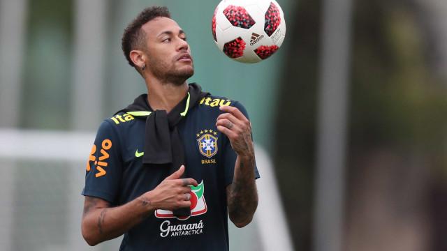 Tite reduz rodízio de capitães e não deve dar braçadeira a Neymar