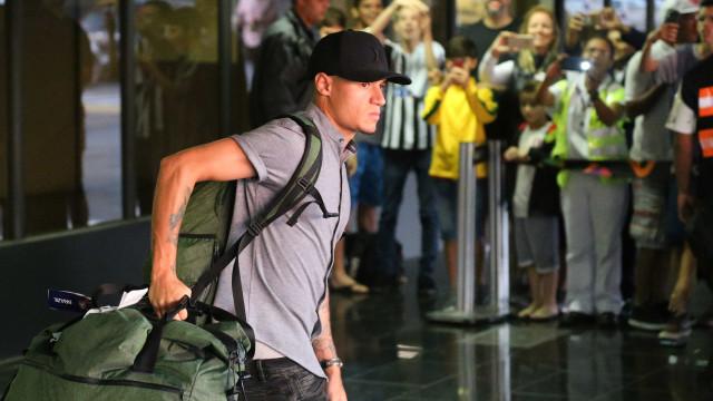 Após eliminação, seleção desembarca no Rio, e Tite agradece torcida