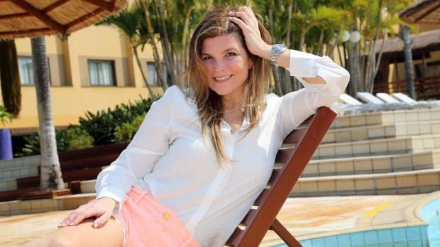 Aos 54, Cristiana Oliveira comemora novo namorado